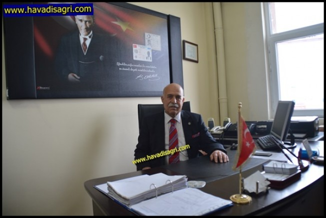 13 Yıldır Eleşkirt'te Nüfus Müdürlüğü Yapan Çiftçi Emekli Oldu