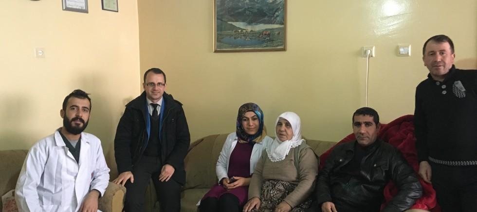 Ağrı'da Evde Sağlık Ekibi Hafta Sonu da İş Başında