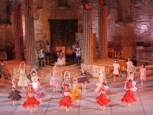 Aspendos Tiyatrosu'nun Öyküsü Bale Sahnesinde
