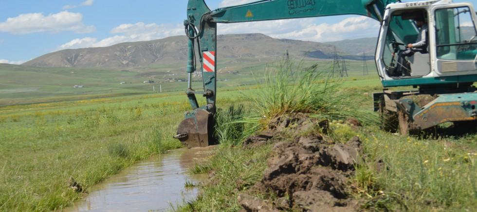 Çelebi'nin Girişimleri İle Eleşkirt Ovasında Sulama Kanallarında Temizlik Çalışması Başladı