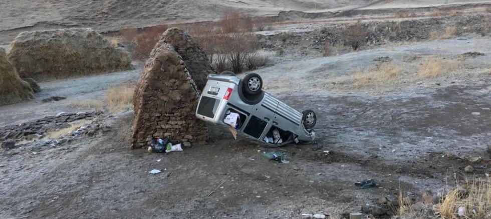 Eleşkirt'te Kaza : 2 Yaralı