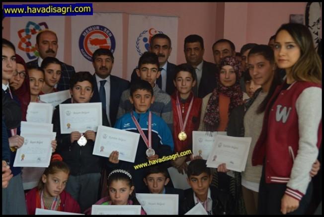 Eleşkirt'te Masa Tenisi Turnuvası Ödül Töreni Yapıldı