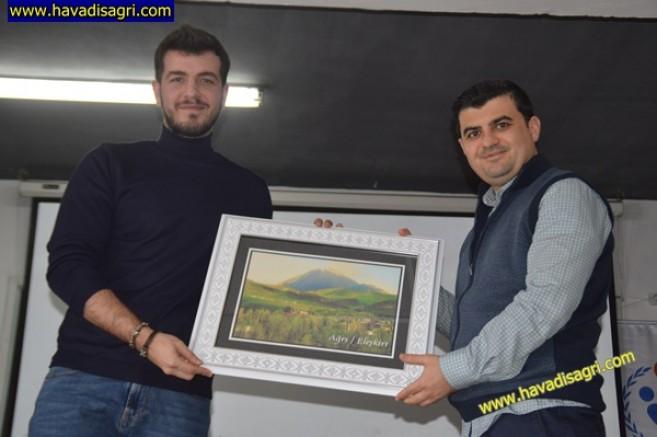 Gazeteci Yazar Elmas Eleşkirt'te Gençlerle Buluştu