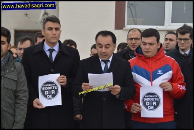 İzmir'de Öldürülen Öğretmen İçin Eleşkirt'li Öğretmenler Basın Açıklaması Yaptı